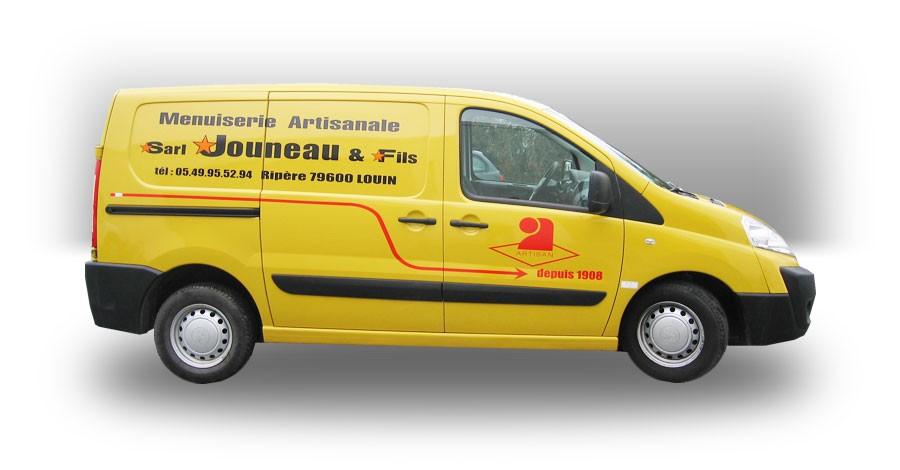 Vehicule Jouneau<br/>Pose de lettrage simple. Plusieurs couleurs possibles.
